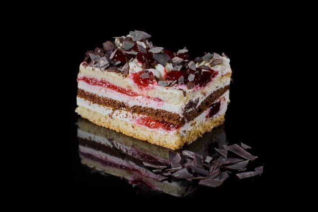 Biszkoptowe ciasto śmietanowe Bajka
