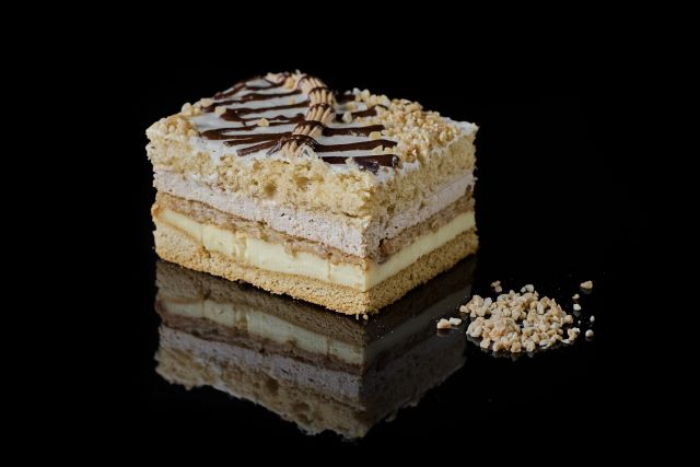Finezja - biszkoptowe ciasto miodowe z budyniem i śmietaną