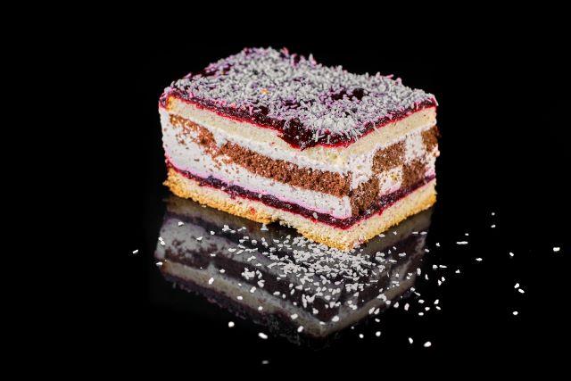 Biszkoptowe ciasto kakaowo-porzeczkowe Makao