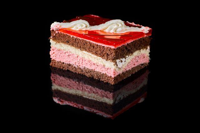 Mus malinowy - ciasto biszkoptowe z nadzieniem malinowym