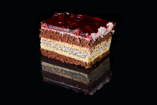 Ciasto biszkoptowe z makiem i galaretką
