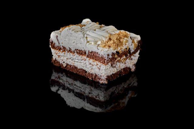 Ciemne ciasto biszkoptowe Poezja Chałwowa