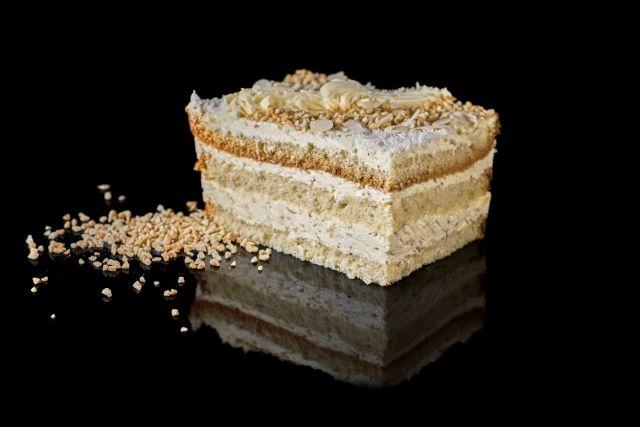 Ciasto Rafaello - biszkopt z kremem kokosowym
