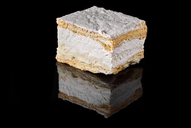 Kremówka - ciasto francuskie z budyniem i bitą śmietaną