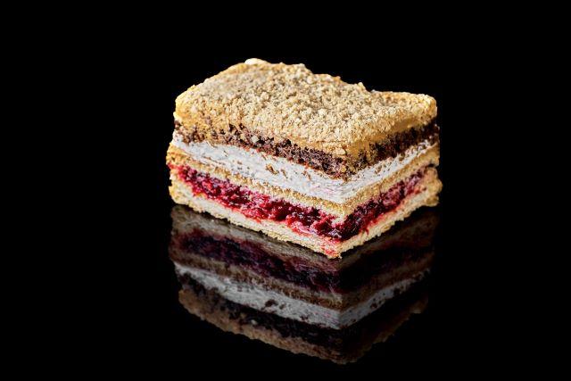 Rozkosz - francuskie ciasto z nadzieniem wiśniowym